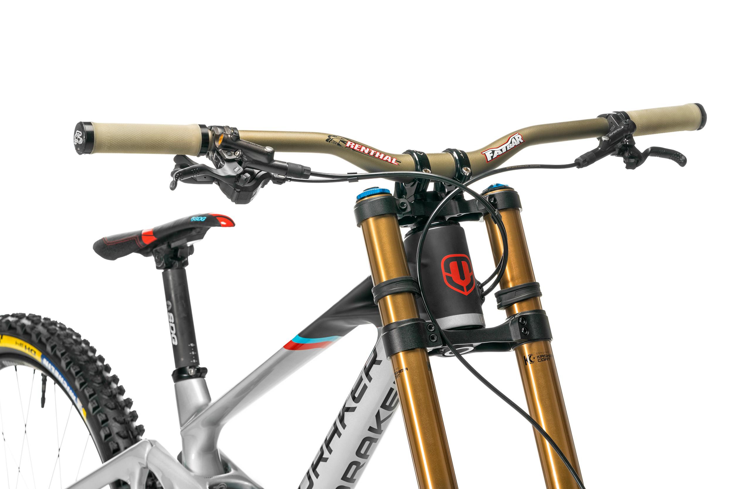 Bar: Fatbar Carbon 35mm Grips: push on/ lock on Stem: integra 35 check out www.renthal.com